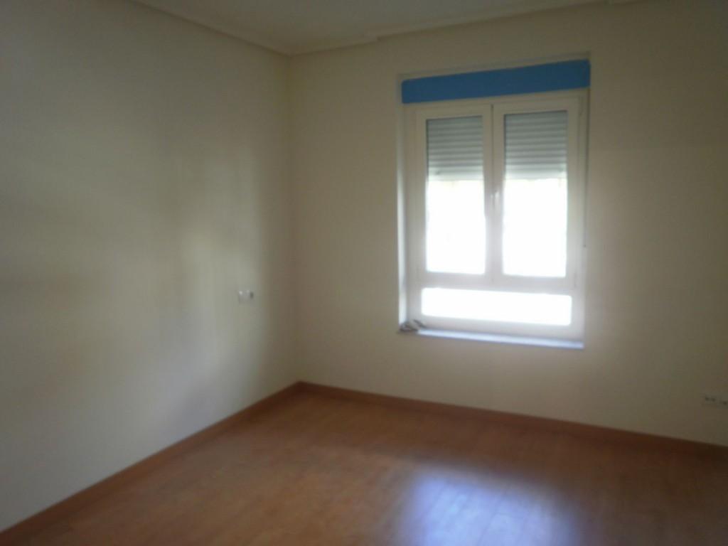 Piso reformado en chantria piso totalmente reformado en for Alquiler pisos navatejera